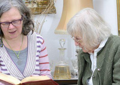 Vom Pflegenden Angehörigen zurück zum Sorgenden bei Heimübergang